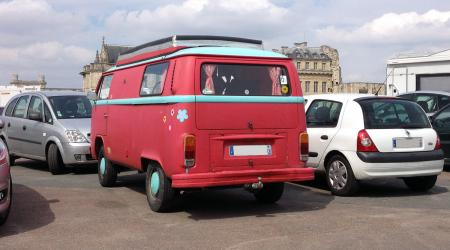 Voiture de collection « Combi Volkswagen T2B »