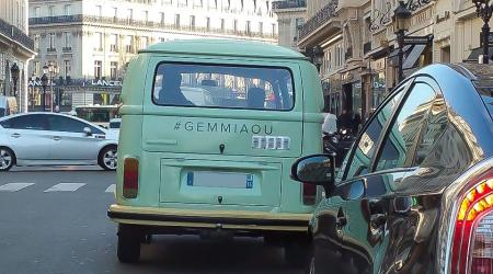 Voiture de collection « Combi Volkswagen T2B #GEMMIAOU »