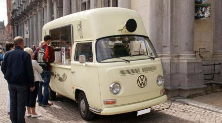 Voiture de collection « Volkswagen Combi VW T2A Marchand de Glaces »