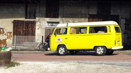 Voiture de collection « Volkswagen Combi T2B »