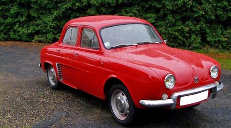 Voiture de collection « Renault Dauphine rouge »