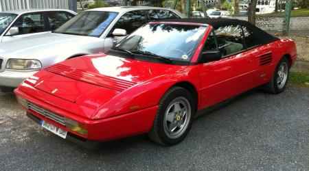 Voiture de collection « Ferrari Mondial »