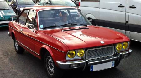Voiture de collection « Fiat 124 Coupé »