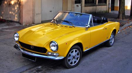 Voiture de collection « Fiat 124 Spider 1800 »