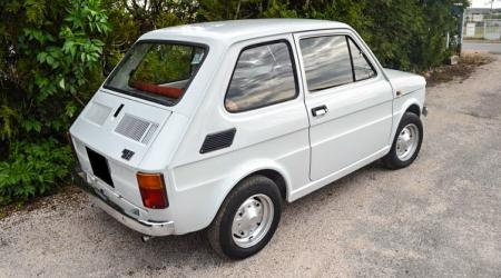 Voiture de collection « Fiat 126 »