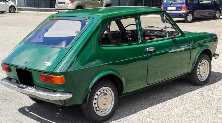 Voiture de collection « Fiat 127 »