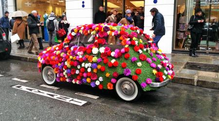 Voiture de collection « Fiat 500 fleurie :) »