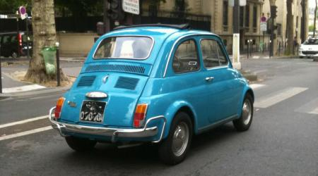 Voiture de collection « Fiat 500 Bleue »