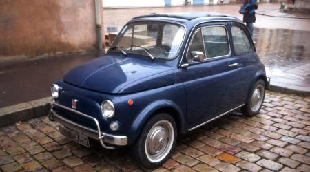 Voiture de collection « Fiat 500 bleue marine »