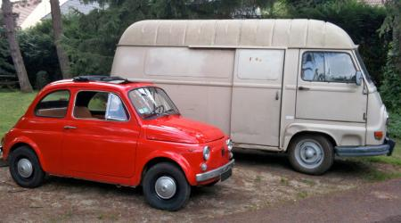 Voiture de collection « Fiat 500 et Renault Estafette »