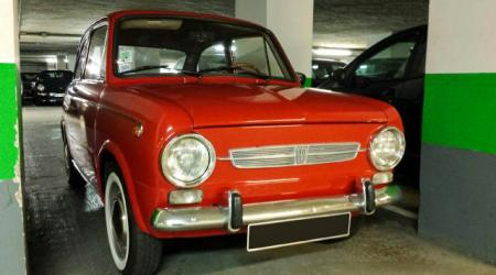 Voiture de collection « Fiat 850 »