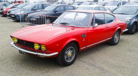 Voiture de collection « Fiat Dino »