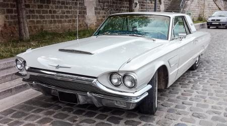 Voiture de collection « Ford Thunderbird 1965 »