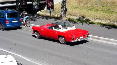 Voiture de collection « Ford Thunderbird cabriolet »
