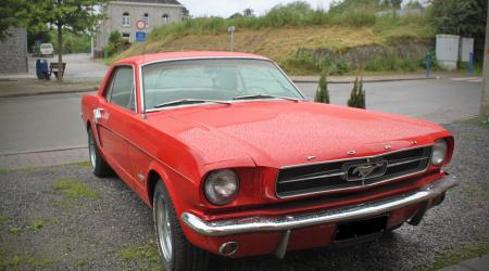 Voiture de collection « Ford Mustang rouge »