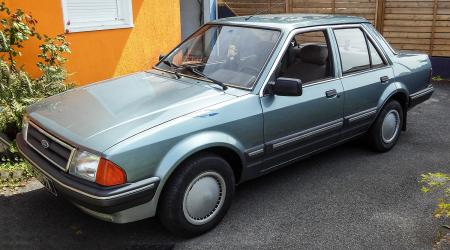 Voiture de collection « Ford Orion »