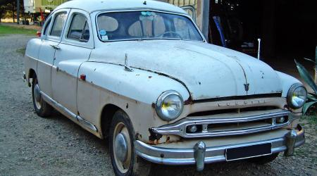 Voiture de collection « Ford Vedette 1954 »