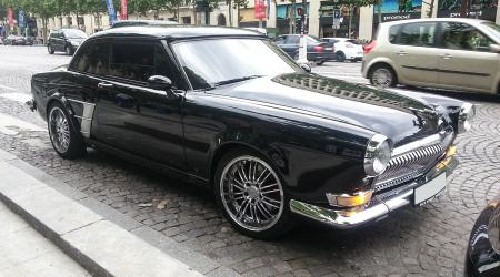 Voiture de collection « Gaz Volga BlingBling »
