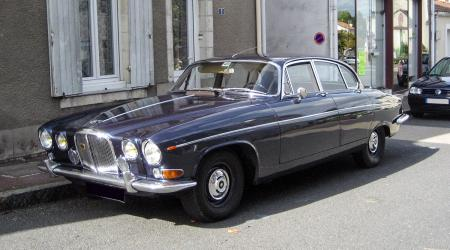 Voiture de collection « Jaguar 420G »