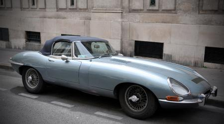 Voiture de collection « Jaguar Type E cabriolet »