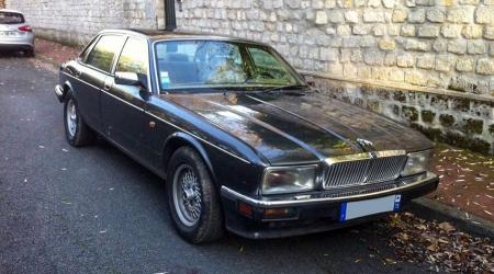 Voiture de collection « Jaguar XJ40 4L Sovereign »