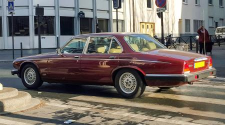 Voiture de collection « Jaguar XJ6 »