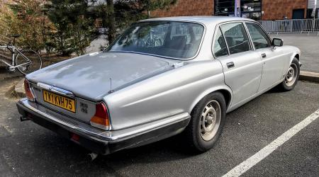 Voiture de collection « Jaguar XJ6 4.2 »