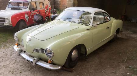 Voiture de collection « VW karmann Ghia »