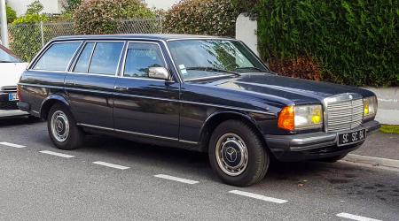 Voiture de collection « Mercedes-benz 240 TD »