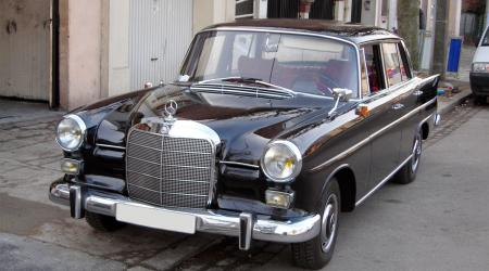 Voiture de collection « Mercedes 190 1964 W110 »