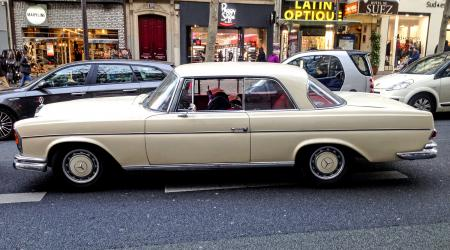 Voiture de collection « Mercedes-Benz 220SE W111 »