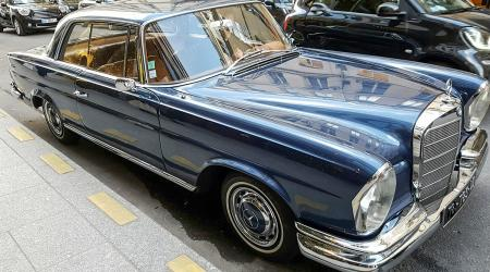 Voiture de collection « Mercedes-Benz 220 SE »