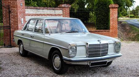 Voiture de collection « Mercedes-Benz 230 1971 »