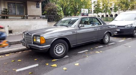 Voiture de collection « Mercedes-Benz 230CE W123 »
