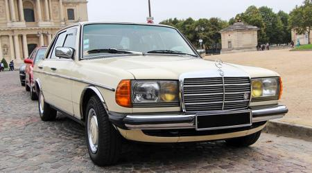 Voiture de collection « Mercedes-Benz 240D »