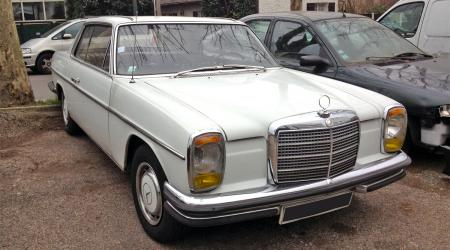 Voiture de collection « Mercedes-Benz 280 CE »