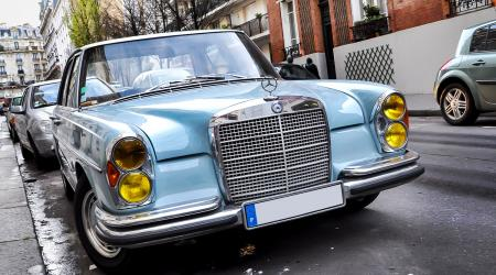 Voiture de collection « Mercedes-benz 280 SE »