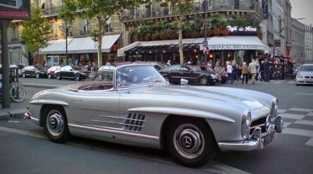 Voiture de collection « Mercedes Benz 300 SL vue de 3/4 avant droit »