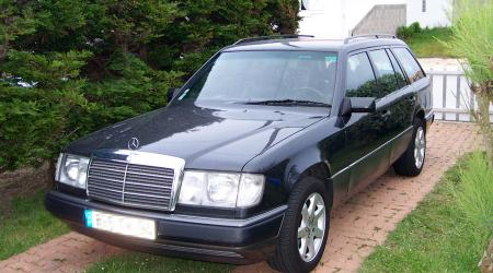 Voiture de collection « Mercedes break 300td »