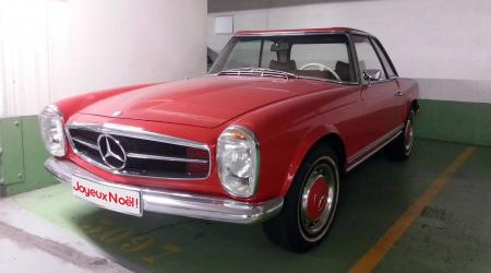 Voiture de collection « Mercedes-Benz 230SL »
