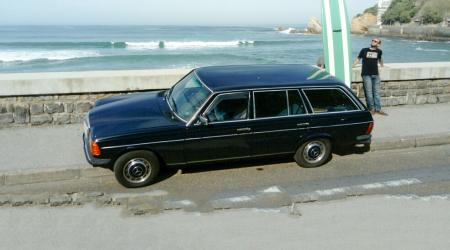 Voiture de collection « Mercedes-Benz 240TD (W123) »