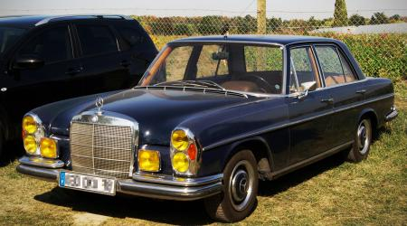 Voiture de collection « Mercedes-benz 300 SEL »