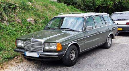 Voiture de collection « Mercedes-Benz Break W123 »