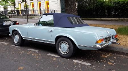 Voiture de collection « Mercedes-Benz Pagode (280 SL) »