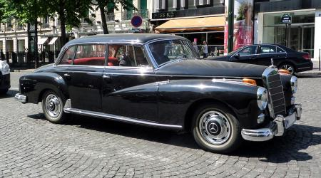 Voiture de collection « Mercedes-Benz Type 300 »