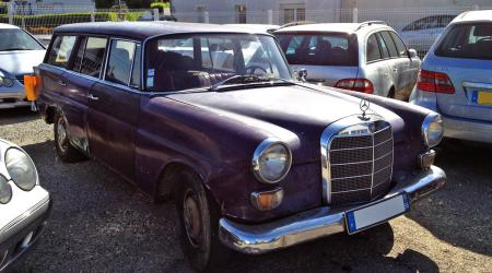 Voiture de collection « Mercedes-Benz Break W110 »