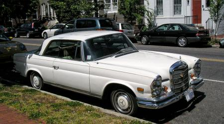 Voiture de collection « Mercedes W111 à Washington »