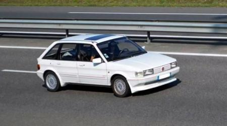 Voiture de collection « MG Maestro »