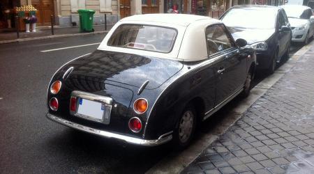 Voiture de collection « Nissan Figaro noire »