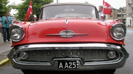 Voiture de collection « Oldsmobile super 88 Convertible (1954) »